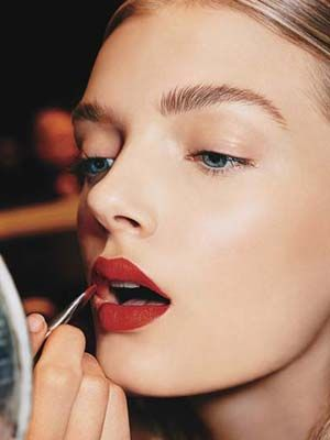 How To Apply Makeup The Right Way