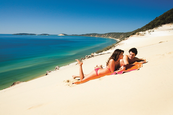 Sunshine-Coast-_Couple_Sun_Sand