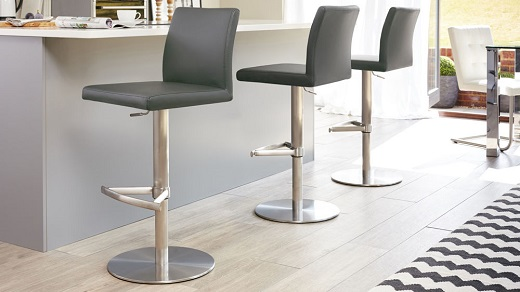How to Pick the Bar Stools perfect for casual dining and mingling with friends