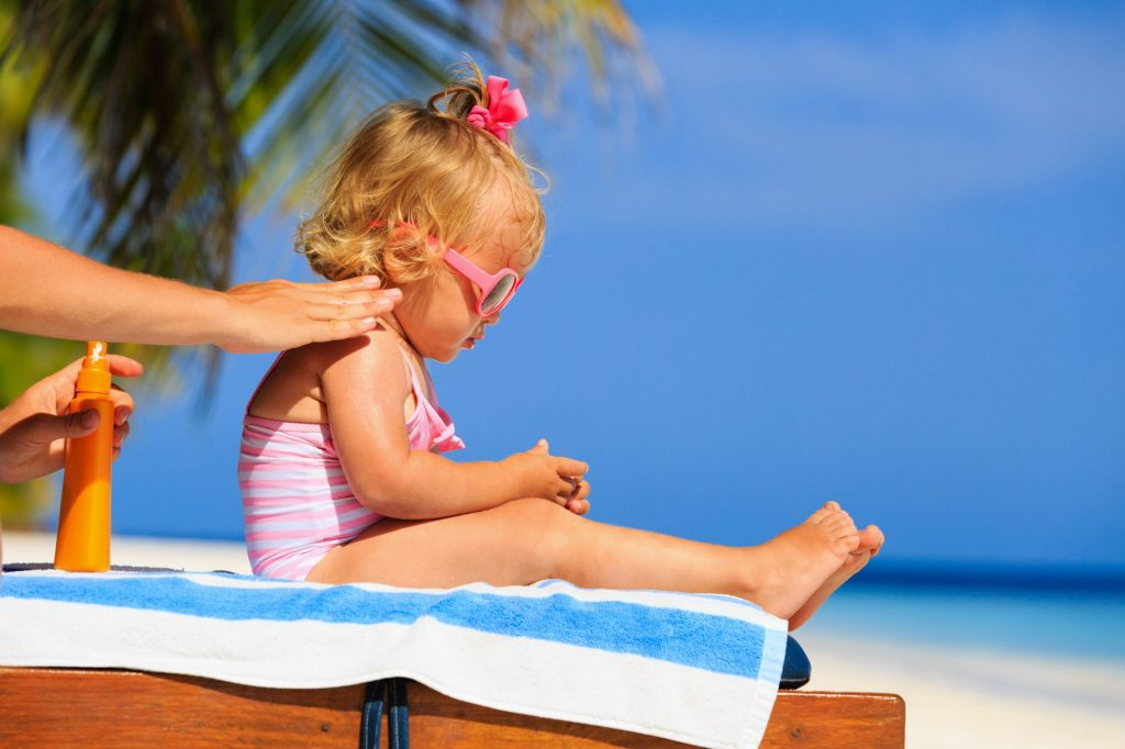 protecting children with sunscreen