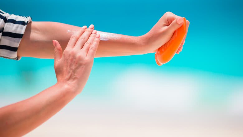 summer hot days putting sunscreen on your skin