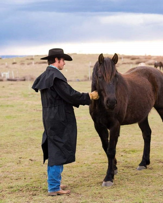 Oilskin Coats: Advantages, Care and Reproofing